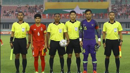 Kapten Andritany Ardhiyasa berfoto sebelum memulai pertandingan Timnas Myanmar vs Timnas Indonesia di laga uji coba internasional FIFA, Senin (25/03/19). - INDOSPORT