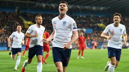 Selebrasi para pemain Inggris di Kualifikasi Euro 2020 melawan Montenegro. - INDOSPORT