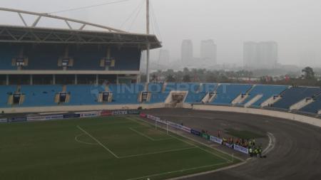 Stadion My Dinh kosong, suporter Timnas Indonesia U-23 tak ada yang menonton langsung laga melawan Brunei Darussalam. - INDOSPORT