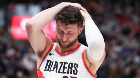 Portland Trail Blazers bersiap untuk kehilangan Hassan Whiteside. Mereka pun mensiasatinya dengan membidik center milik LA Lakers. - INDOSPORT