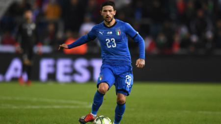 Gelandang Timnas Italia, Stefano Sensi saat membawa bola di pertandingan Kualifikasi Euro 2020 menghadapi Liechtenstein, Rabu (27/03/19) dini hari WIB. - INDOSPORT
