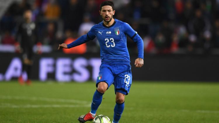 Gelandang Timnas Italia, Stefano Sensi saat membawa bola di pertandingan Kualifikasi Euro 2020 menghadapi Liechtenstein, Rabu (27/03/19) dini hari WIB. Copyright: SempreMilan