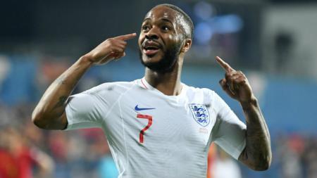 Pemain Timnas Inggris, Raheem Sterling ketika merayakan golnya ke gawang Montenegro. - INDOSPORT