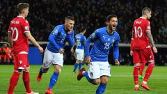 Indosport - Stefano Sensi selebrasi pasca cetak gol untuk Timnas Italia