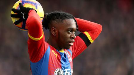 Pelatih Timnas Inggris U-21, Aidy Boothroyd, murka pemberitaan berlebihan Manchester United yang ingin memboyong Aaron Wan-Bissaka di bursa transfer musim ini. - INDOSPORT