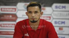 Indosport - Pemain Persija Jakarta, Silvio Escobar pada jumpa pers jelang babak 8 besar Piala Presiden 2019 lawan Kalteng Putra di stadion Patriot, Rabu (27/03/19).
