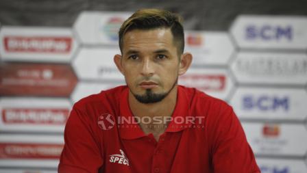 Pemain Persija Jakarta, Silvio Escobar pada jumpa pers jelang babak 8 besar Piala Presiden 2019 lawan Kalteng Putra di stadion Patriot, Rabu (27/03/19).