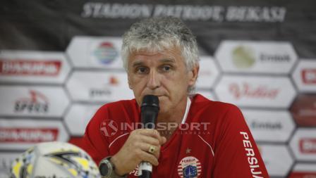 Pelatih Persija, Ivan Kolev pada jumpa pers jelang babak 8 besar Piala Presiden 2019 lawan Kalteng Putra di Stadion Patriot, Rabu (27/03/19).