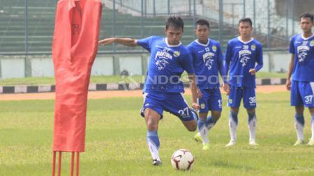 Bintang Persib Bandung Puja Abdillah diketahui tengah terbaring sakit dan turut dapat dukungan dari eks Liga Belanda Nick Kuipers. - INDOSPORT
