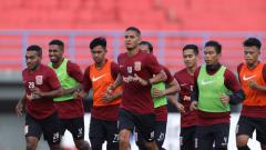 Indosport - Para pemain Borneo FC saat menjalani latihan.