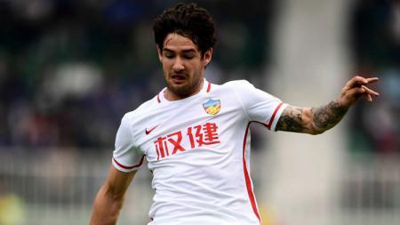 Klub yang pernah diperkuat Alexandre Pato yakni Tianjin Tianhai baru saja menyatakan mundur dari kasta tertinggi Liga Super China 2020. - INDOSPORT