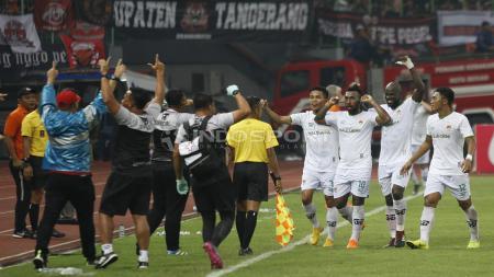 Selebrasi para pemain Kalteng Putra usai mencetak gol ke gawang Persija Jakarta pada laga babak 8 besar Piala Presiden 2019 di stadion Patriot, Kamis (28/03/19). - INDOSPORT