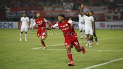 Indosport - Selebrasi Bruno Matos (Persija Jakarta) saat menjebol gawang Kalteng Putra.