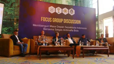 Narasumber Focus Grup Discussion Membangun Masa Depan Sepak Bola Indonesia bersama Satgas Antimafia Sepak Bola, di Hotel el Royale, Kota Bandung, Kamis (28/03/19). - INDOSPORT