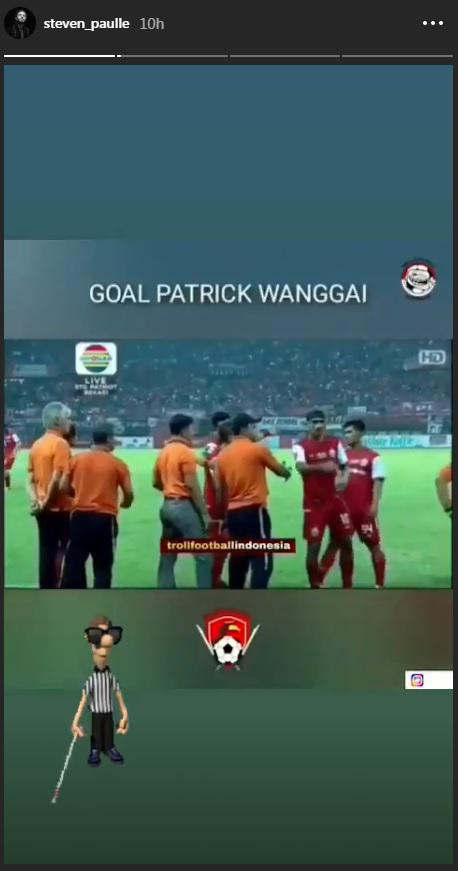 Steven Paulle sindir kepemimpinan wasit karena mengesahkan gol Patrich Wanggai. Copyright: Instagram.com/Steven_Paulle