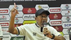 Indosport - Rahmad Darmawan saat konfrensi pers, Jumat (29/3/19).