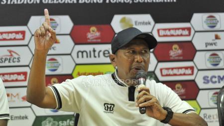 Pelatih Tira-Persikabo, Rahmad Darmawan, dalam konferensi pers, Jumat (29/3/19). - INDOSPORT