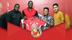 Indosport - Karl Max Bathelemy alias Danny resmi ke Semen Padang.
