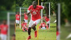 Indosport - Laga Liga 1 2019 antara Semen Padang vs Persela Lamongan menghasilkan satu nama Man of the Match, yakni Karl Max Barthelemy.