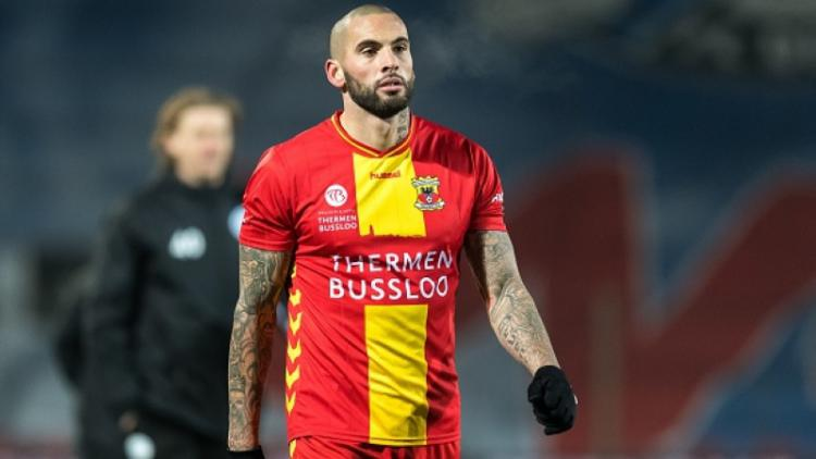 Joey Suk saat membela Go Ahead Eagles. Copyright: VI Images via Getty Images