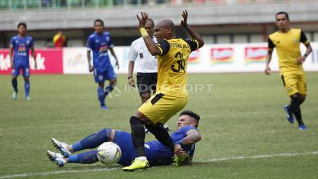 Bhayangkara FC vs Arema FC. - INDOSPORT
