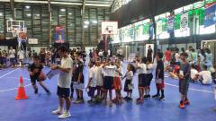 Indosport - Program Jr. NBA yang digelar oleh The National Basketball Association (NBA) secara resmi kembali hadir untuk yang keenam kalinya secara berturut-turut di Cilandak Sport Center, Jakarta Selatan pada Sabtu (30/03/19).