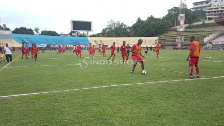 Suasana Latihan Skuat Persipura Jayapura di Stadion Mandala. - INDOSPORT