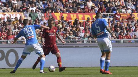 Pertandingan Napoli vs AS Roma dalam pentas Liga Italia 2019-20 dapat disaksikan melalui link live streaming di bawah ini, Senin (06/07/20). - INDOSPORT