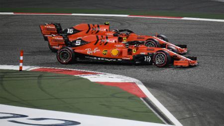 Dua pembalap Ferrari, Sebastian Vettel dan Charles Leclerc unggul di awal Formula 1 GP Bahrain 2019. - INDOSPORT