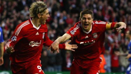 Legenda klub Liga Inggris Liverpool, Steven Gerrard, sering meminta saran kepada Jurgen Kloop. Apakah ini menandakan The Reds akan ada sosok pelatih baru? - INDOSPORT