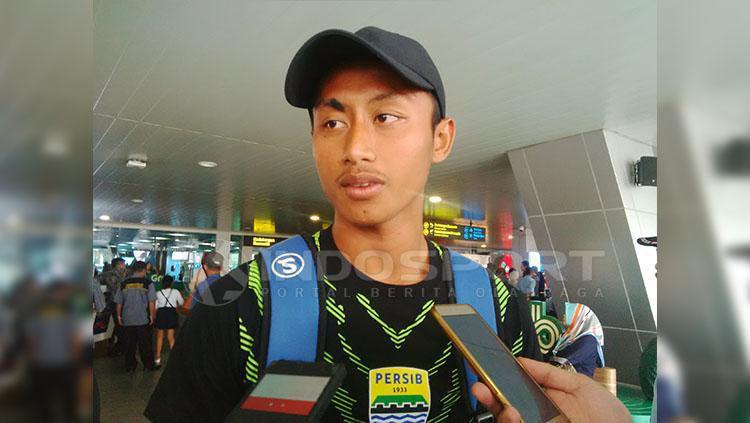 Pemain Persib, Agung Mulyadi di Bandara Husein Sastranegara, Kota Bandung, Senin (01/04/19). Copyright: Arif Rahman/Indosport