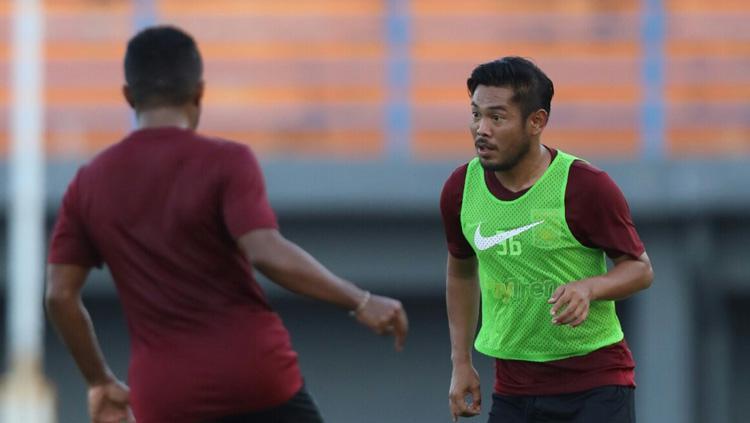Pemain belakang Borneo FC Eddy Gunawan (kanan). Copyright: borneofc.id