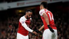 Indosport - Selebrasi Alexandre Lacazette dan Pierre-Emerick Aubameyang pada laga Arsenal vs Newcastle United di Liga Primer Inggris (Premier League), Selasa (02/04/19) dini hari.