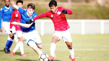 Salah satu pemain Garuda Select yang tampil moncer selama menimba ilmu sepak bola di Inggris, yaitu Mochammad Supriadi. - INDOSPORT