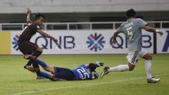 Indosport - Pertandingan PSM Makassar vs Kaya FC.