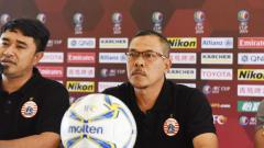 Indosport - Asisten pelatih Persija Jakarta, Mustaqim saat konfrensi pers.