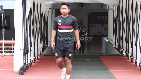 Andik Vermansah bersiap mengikuti OT di Stadion GBT pada Selasa (2/4/19). - INDOSPORT