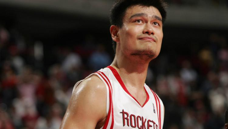 Yao Ming ketika bermain membela Houston Rockets. Copyright: NBA
