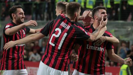 Selebrasi para pemain AC Milan usai menjebol gawang Udinese. - INDOSPORT