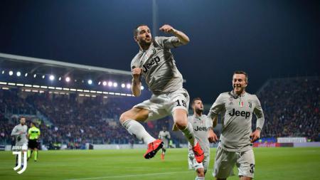 Leonardo Bonucci merayakan golnya saat Juventus bertamu ke markas Cagliari di pertandingan Serie A Italia, Rabu (03/04/19) dini hari WIB. - INDOSPORT