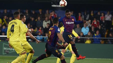 Malcom menanduk umpan silang dari rekan setimnya saat pertandingan Villarreal vs Barcelona, Rabu (03/04/19) dini hari WIB. - INDOSPORT
