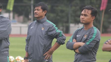 Guntur Cahyo (kanan) saat bersama Timnas Indonesia U-19 tahun lalu. - INDOSPORT