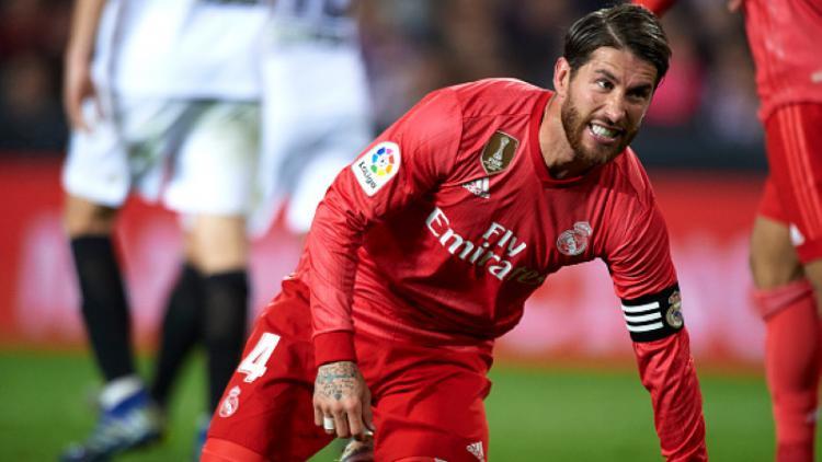 Sergio Ramos menahan kesakitan di laga Valencia vs Real Madrid Copyright: Quality Sport Images/Getty Images