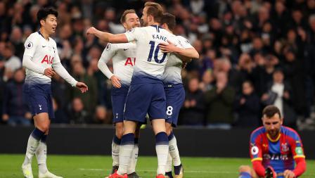 Christian Eriksen merayakan gol bersama rekan satu timnya melawan Crystal Palace di Stadion Tottenham Hotspur pada Kamis (03/04/19)
