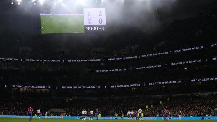 Papan skor sudah menunjukan Tottenham unggul atas Crystal Palace di Stadion Tottenham Hotspur pada Kamis (03/04/19)