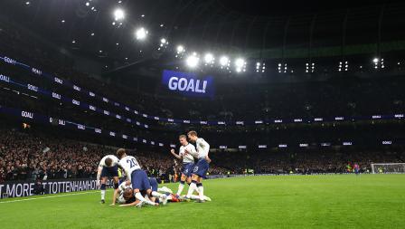 Pemain Tottenham Hotspur berhasil melakukan selebrasi setelah Heung-Min Son mencetak gol ke gawang Crystal Palace di Stadion Tottenham Hotspur pada Kamis (03/04/19)