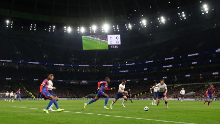 Situasi pertandingan Tottenham Hotspur melawan Crystal Palace di pembukaan stadion baru Tottenham Hotspur pada Kamis (03/04/19)