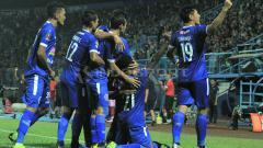 Indosport - Arema FC saat melakukan selebrasi melawan Kalteng Putra.