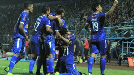 Arema FC saat melakukan selebrasi melawan Kalteng Putra - INDOSPORT