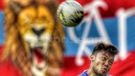Peluang dua pemain senior, Hamka Hamzah dan Andik Vermansah, untuk bergabung bersama klub Liga 1, PSM Makassar, pada jendela transfer 2020 ini tipis. - INDOSPORT